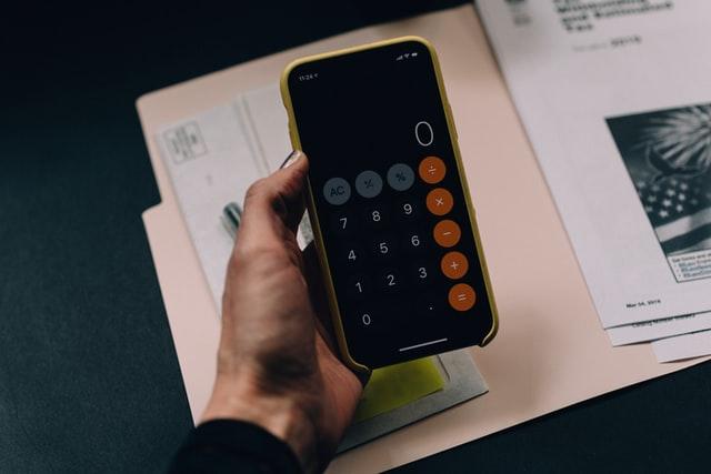 estafa aplicaciones apps linterna calculadora android iphone troyano movil smartphone fraude robo datos bancarios guardia civil programa video whatsapp